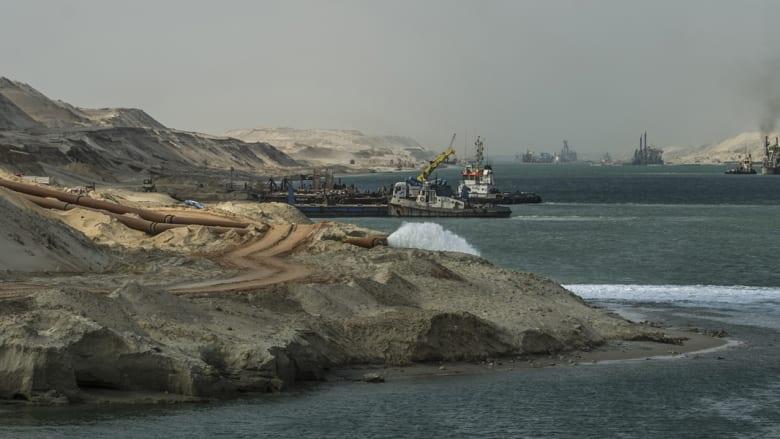 حفارات تعمل على الممر المائي الجديد لقناة السويس