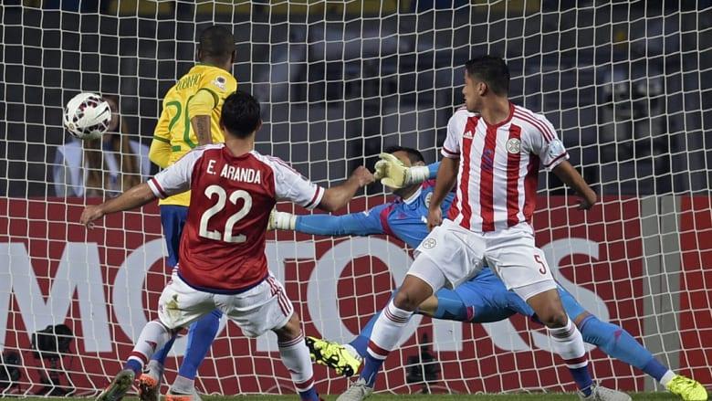 روبينيو يسجل هدفا أمام باراجواي في كوبا أمريكا