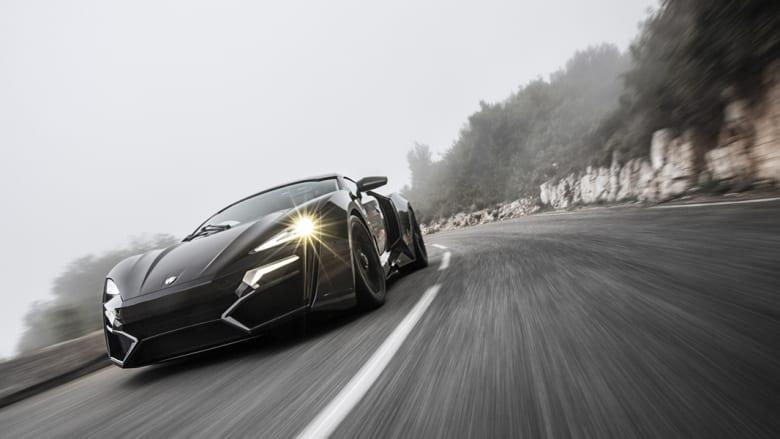 """مصابيح أمامية من الألماس ومقاعد من الذهب..هذه أول سيارة """"سوبر"""" للعرب فقط"""
