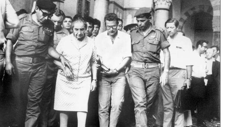 رئيسة وزراء إسرائيل غولدا مائير خلال زيارة للمسجد الأقصى 1969