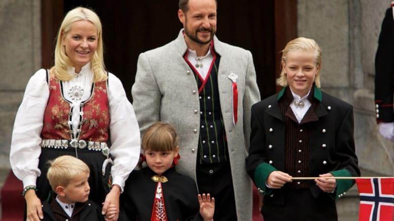 بالصور.. العائلات الحاكمة حول العالم
