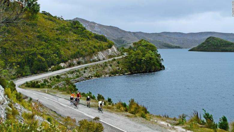 تحب ركوب الدراجات والسفر؟ يمكنك القيام بالأمرين معاً في هذه المواقع الخلابة