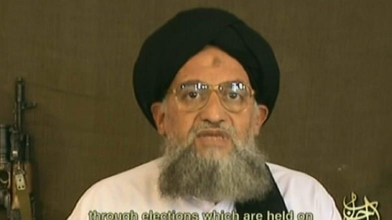 """برسالة صوتية.. الظواهري يعلن ولاء """"القاعدة"""" لزعيم طالبان الجديد الملا منصور"""