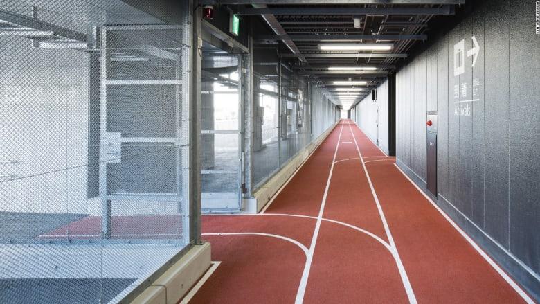 لماذا حولت اليابان ممر المطار هذا إلى مضمار للجري؟