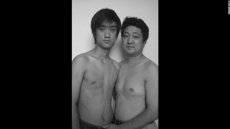أب وابنه يلتقطان 30 صورة في 30 عاماً.. فماذا أظهرت آخر صورة؟