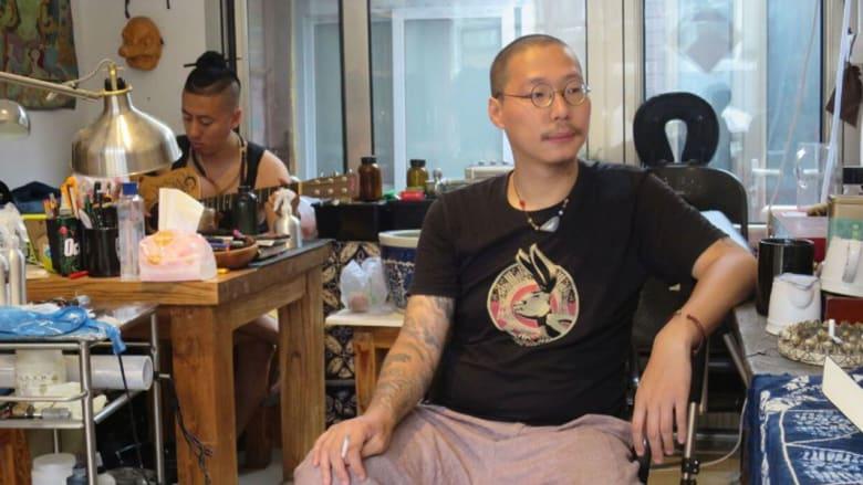 الشباب الصيني يتحدى التقاليد ويقبل على الوشم