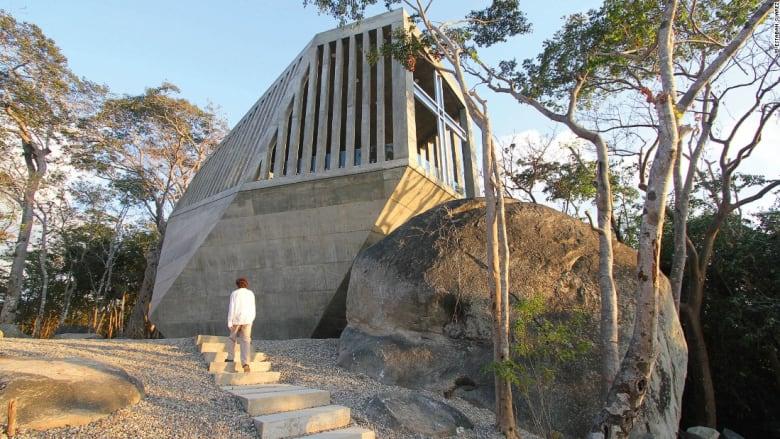 """معبد """"سنسيت"""" لـ BNKR، أكابولكو، المكسيك."""