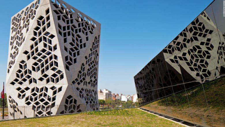 مركزBicentennial Civic  للمهندس Lucio Morini+GGMPU في قرطبة، الأرجنتين.