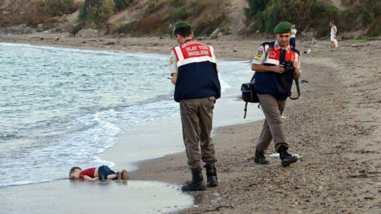 """فر من كوباني ورفضت كندا لجوء عائلته.. إيلان الكردي طفل """"شاطئ تركيا"""" غرق مع شقيقه وأمه"""