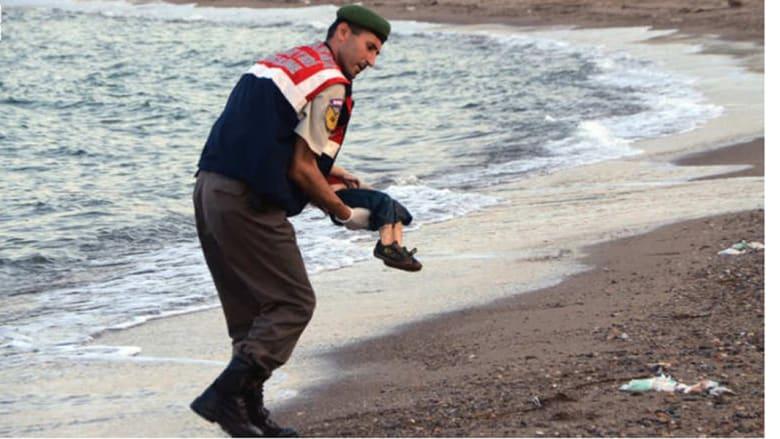 والد الطفل السوري آلان لـ CNN: سوف أجلس بجوار قبر أولادي لقراءة القرآن حتى الموت.. ولا أريد أي شيء من العالم