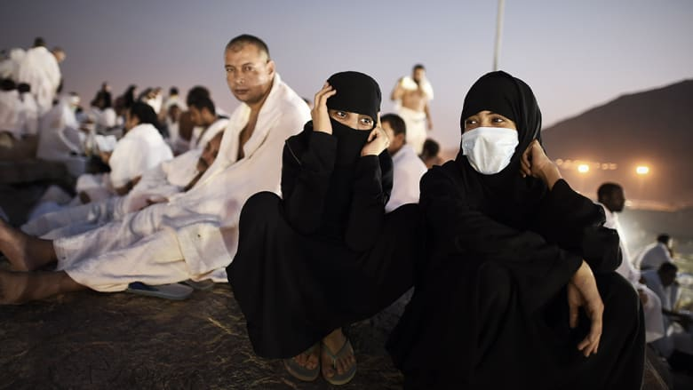 عائلة في جبل عرفات مع ساعات الصباح الباكرة