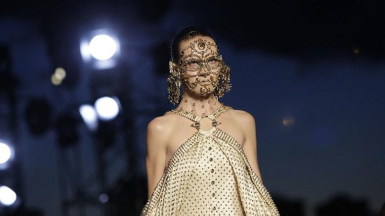 فخامة وأناقة ومشاهير..العقل المدبر وراء إمبراطورية أزياء بمليارات الدولارات