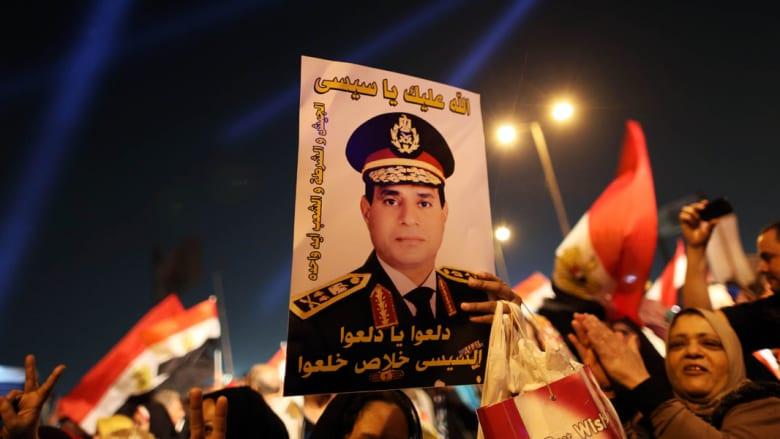 """السيسي يكشف عن """"سر"""" للمرة الأولى: العسكريون تقاضوا نصف رواتبهم 20 عاماً لبناء الجيش"""