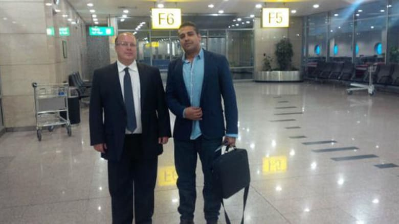 """بعد إطلاق سراحه بـ""""عفو رئاسي"""" من السيسي.. محمد فهمي يغادر مصر عائداً إلى كندا"""