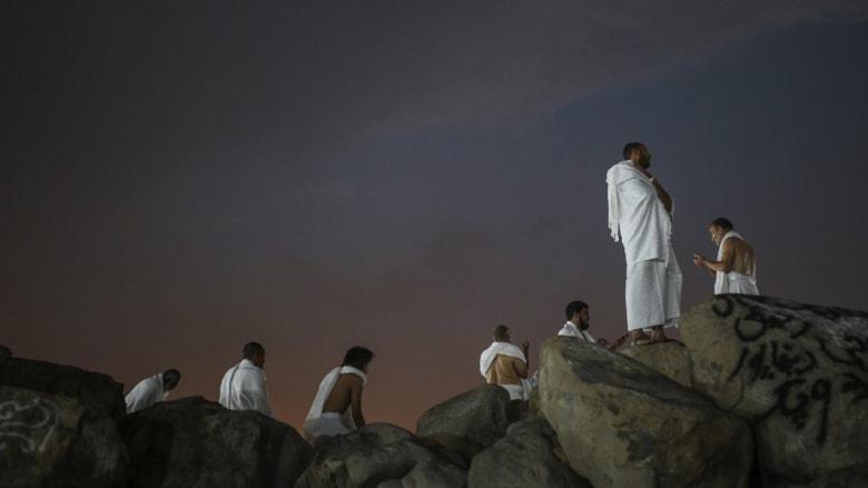 وحوش برية وآلهة هندوسية وقمر مكتمل في أقاصي الأرض من شرقها إلى غربها..شاهد هذه الصور