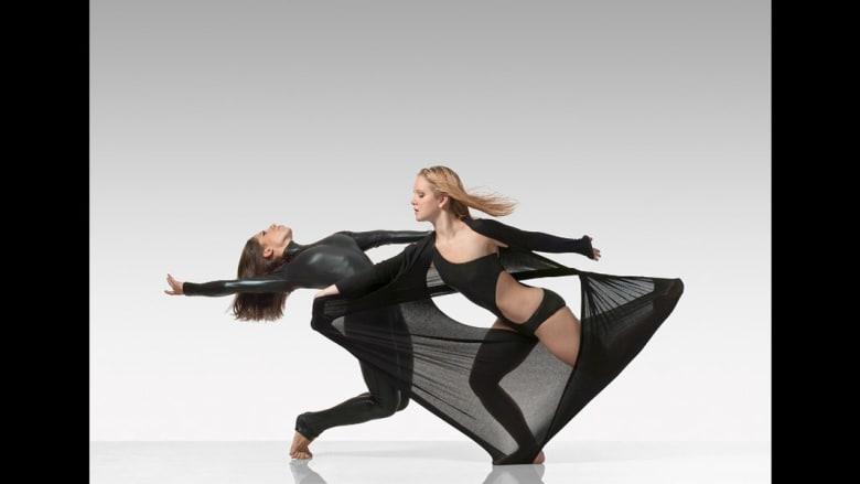 عندما يجتمع الرقص والذكورية والأنوثة المطلقة..هذه هي النتيجة