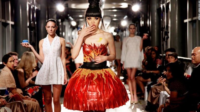 هكذا حولت عارضة الأزياء هذه العالم إلى ممشاها الخاص