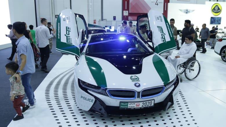 تعرّف إلى السيارات الفارهة في أسطول عربات الشرطة في دبي