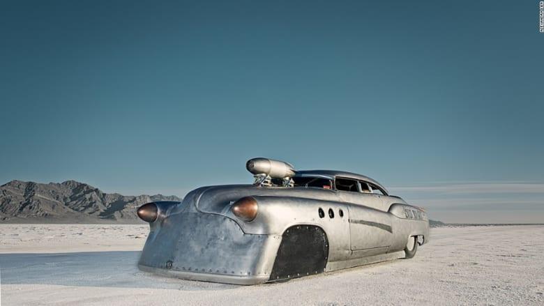 وكأنك تقود سيارتك على سطح القمر.. مرحباً بك في أسرع طريق في العالم