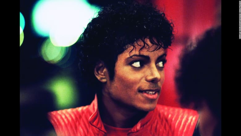 """هذا هو مايكل جاكسون.. صور نادرة توثق تصوير أغنية """"Thriller"""" وراء الكواليس"""