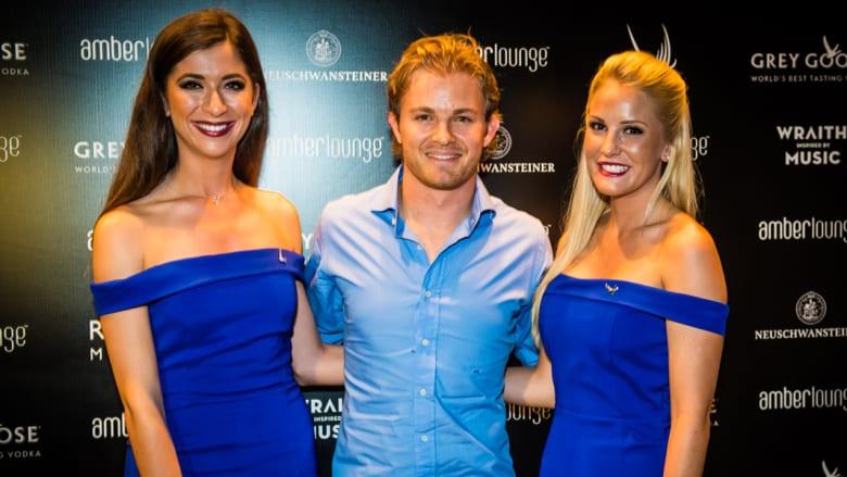 نكو روزبرغ سائق مرسيدس الفائز بلقب سباق جائزة أبوظبي الكبرى من بطولة العالم للفورمولا 1