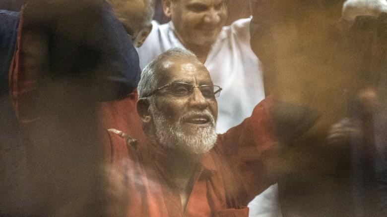 مصر: محكمة النقض تقبل طعون مرشد الإخوان وقيادات بالجماعة على أحكام بالإعدام شنقا