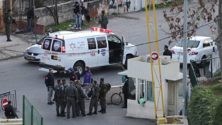 """مقتل فلسطيني وإصابة إسرائيلي بالخليل ونتنياهو يحتج على اتهامات سويدية بـ""""إعدام"""" مهاجمين ميدانياً"""