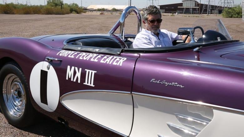 شاهدوا سيارة الكورفيت هذه.. اشتراها بـ 800 دولار ومعروضة للبيع مقابل مليون دولار