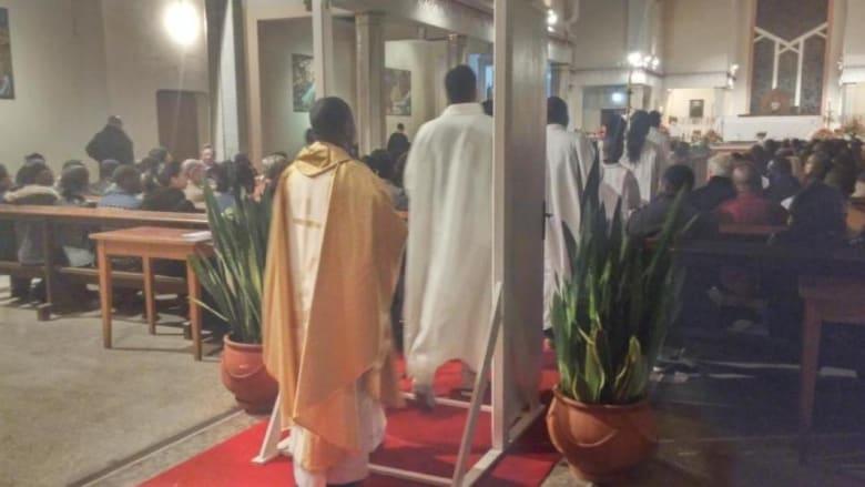 بعد طقس تعميد طفل من عائلة إفريقية مسيحية قاطنة بالرباط