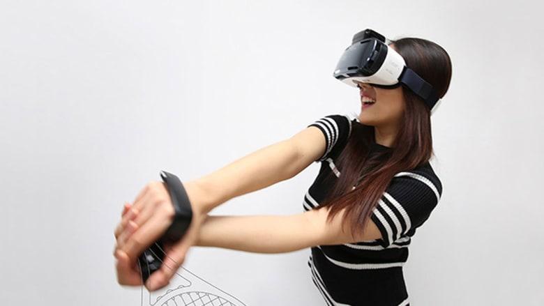 لمسة على الأذن تعوض عن الحاجة للسماعات... تعرفوا إلى هذه الابتكارات الجنونية من سامسونغ