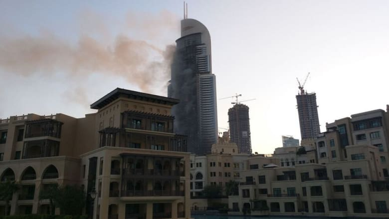"""بالصور.. فندق """"العنوان"""" بدبي بعد الحريق بصباح أول يوم بـ2016"""