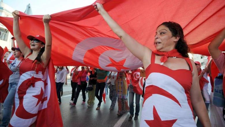 دراسة لجامعة أمريكية: التونسيون يرفضون نظام الحكم العسكري ويؤمنون بحرية المرأة ولا يثقون بالسلفيين