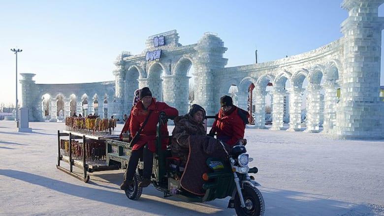في الصين... قلاع أسطورية من الجليد تقف شامخة في أجمل مهرجان شتوي في العالم