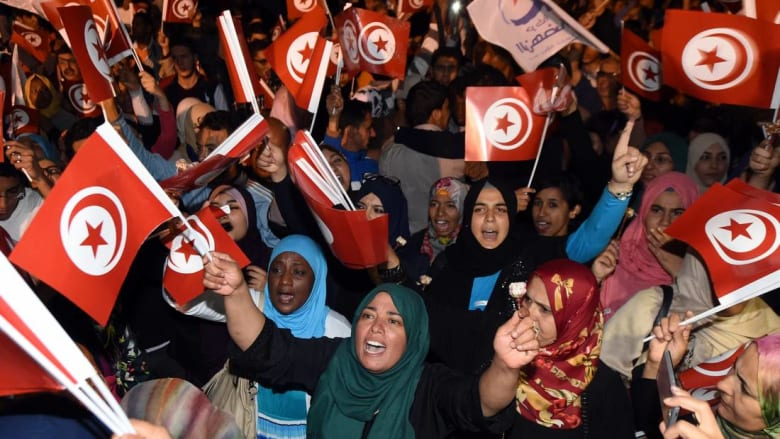 التعديل الحكومي الواسع في تونس يثير مواقف متعارضة بين المنتقدين والمرّحبين