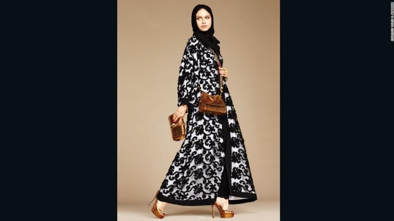 أغطية الحجاب والعباءات للنساء المسلمات..تجتاح دور الأزياء العالمية