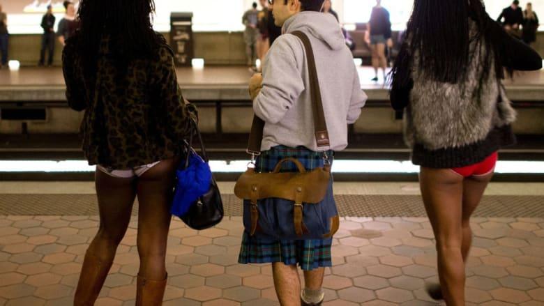 """ليست موضة جديدة..ولكن """"حمى"""" الثياب الداخلية تجتاح محطات المترو من حول العالم"""