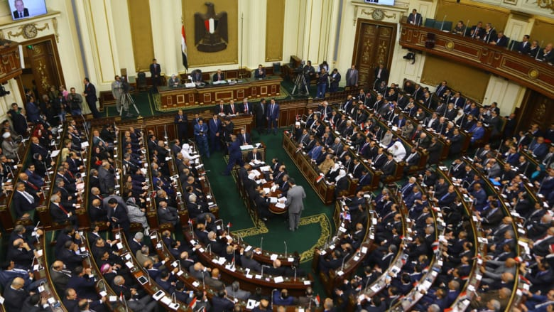 """بالفيديو.. منع بث جلسات البرلمان المصري بـ""""التصفيق"""" الجماعي.. ومغردون: """"مايصحش كده طيب نضحك على إيه؟"""""""