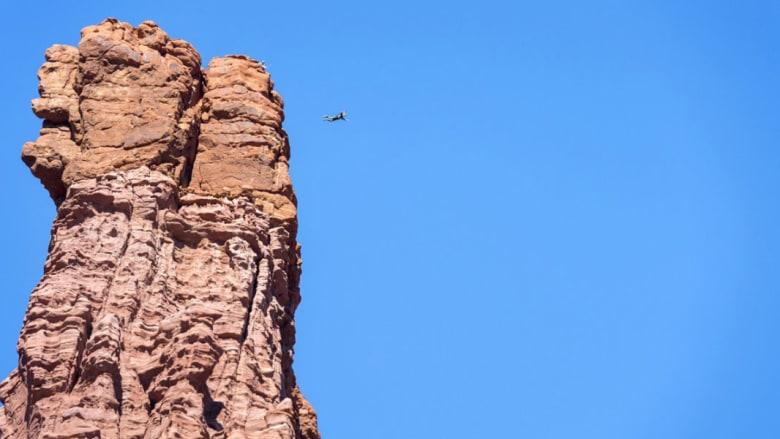 هل تجرؤ على القفز من أعلى المعالم السياحية في العالم؟ هؤلاء الرياضيون تخلصوا من رهاب المرتفعات بقوة!