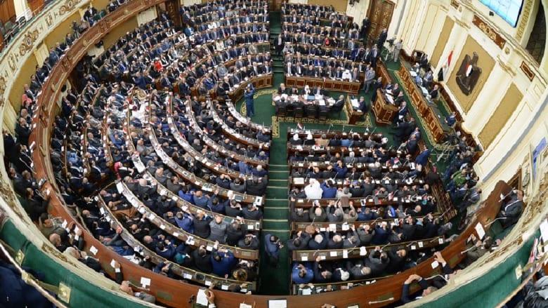 """""""الخدمة المدنية"""" في مصر.. أبوشقة لـCNN: رفض القانون ليس له علاقة بذكرى يناير.. والنحاس: في مصلحة الوطن والمواطن"""