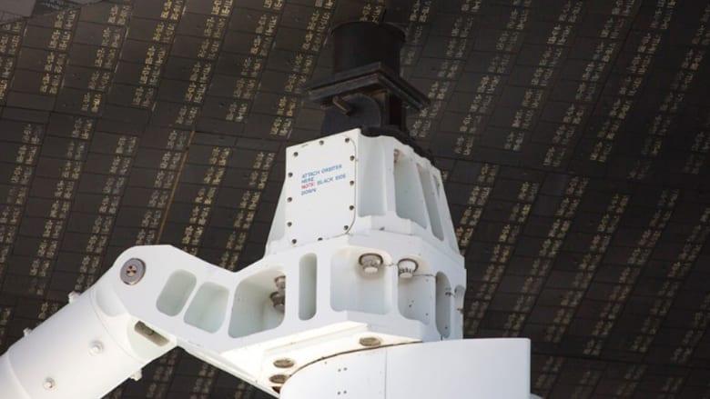 """طائرة تحمل مكوكاً فضائياً على ظهرها..صور تكشفها """"ناسا"""" للمرة الأولى"""