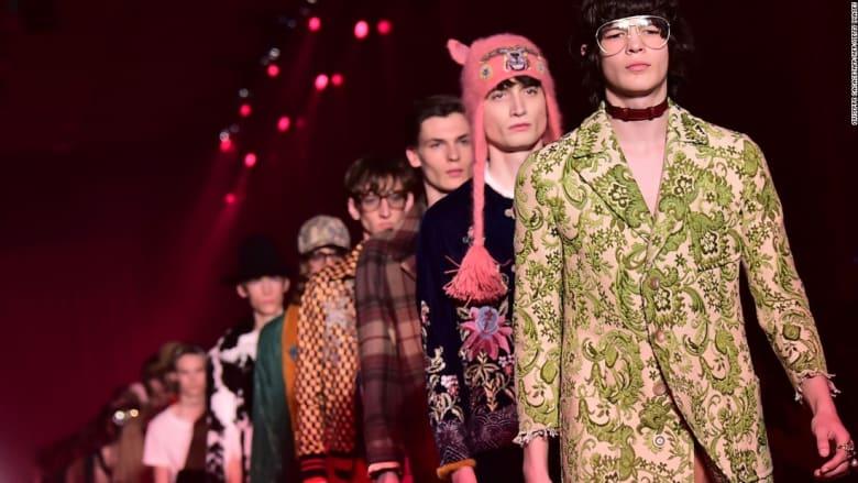 من لندن إلى باريس... أناقة السبعينيات تطغى على صيحات الموضة الرجالية