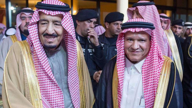 بالصور: الملك سلمان يفتتح الجنادرية بالدموع متأثرا بقصيدة وطنية.. والأمير متعب: تذكروا الملك عبدالله