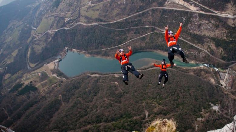 هل تحب المغامرة وتمتلك الجرأة الكافية؟ إذا جرّب القفز الحر مثل المغامرين في هذه الصور