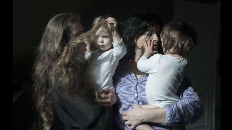 """بالصور.. عائلات تحطم """"الجدران الأربعة"""" المحيطة بمفهوم """"العائلة"""" التقليدي"""