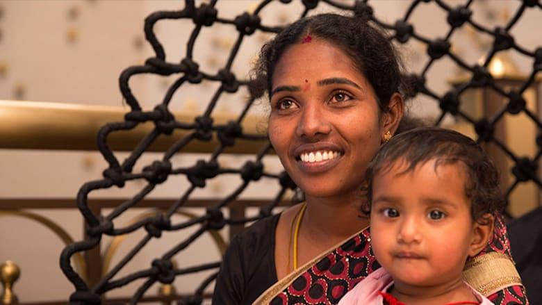 من طفلة أجبرها زوجها على الدعارة... إلى أول امرأة تعمل كسائقة أجرة في الهند