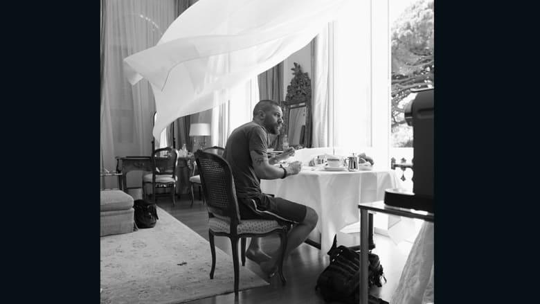 """بالصور.. نظرة """"خلف الكواليس"""" داخل حياة مشاهير هوليوود السرية"""