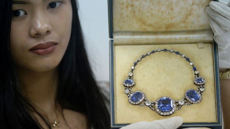 """تعرّف إلى مجوهرات زوجة """"ديكتاتور"""" الفلبين السابق فرديناند ماركوس..وقيمتها بملايين الدولارات"""