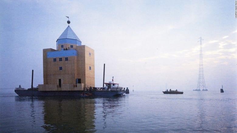 """من جورجيو أرماني إلى بوغاتي... شاهدوا 15 عملاً """"اختصروا"""" مائة عام من التصاميم الإيطالية"""