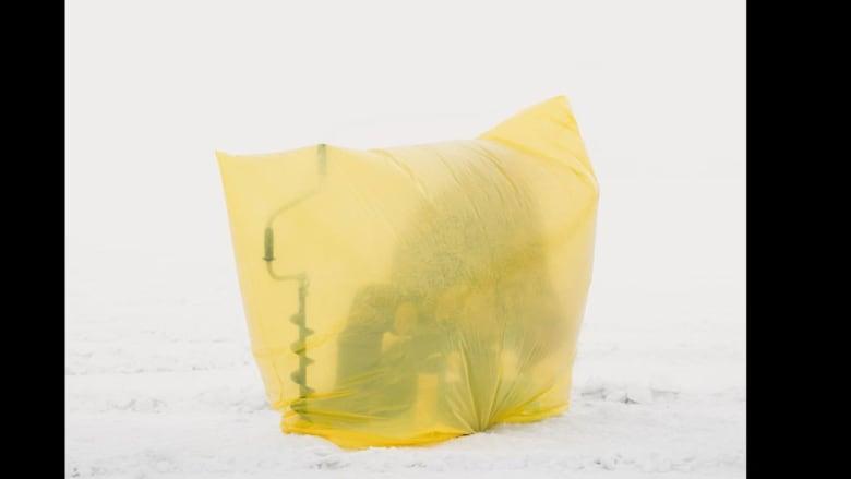 هل تعرف كيف يمكن اصطياد السمك في ثاني أبرد عاصمة في العالم؟
