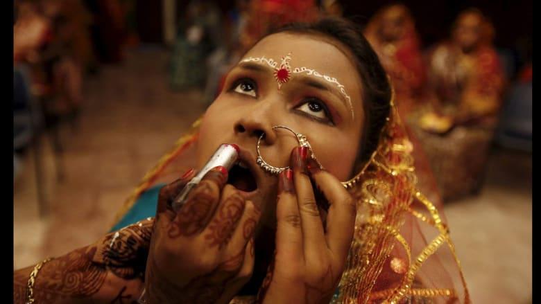 بين عروس هندية تتبرج قبل حفل زفافها ورجل يسير وسط الضباب..تعرّف إلى أجمل صور العام 2016